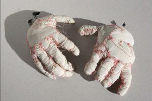 manos-de-la-tetilla-sculpture-piece-from-the-short-%ef%ac%81m-la-tetilla-2013-wire-fabric-thread-7-x-33-x-22-cm
